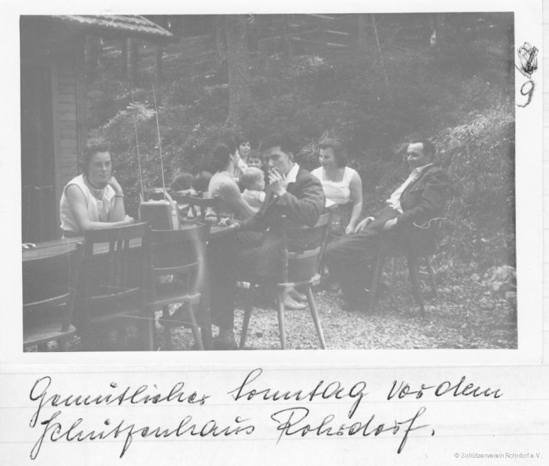 1960_ein_sonntag_vor_dem_schuetzenhaus