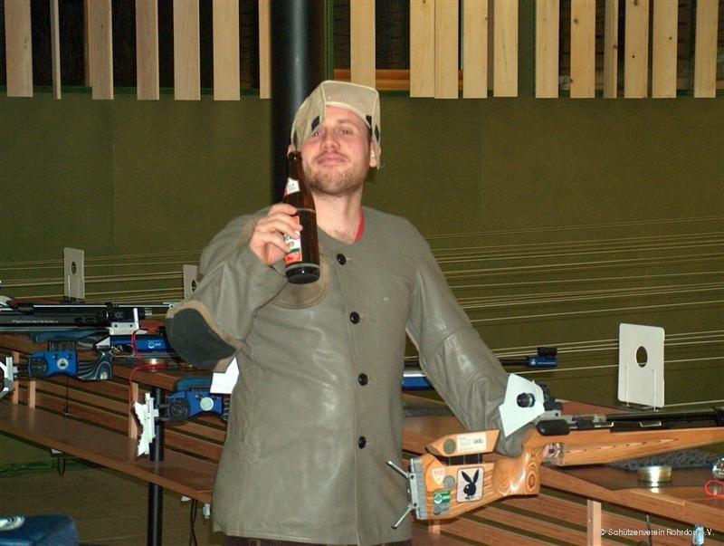 2005_axel_braucht_ein__bier_beim_wettkampf_8-1-2005